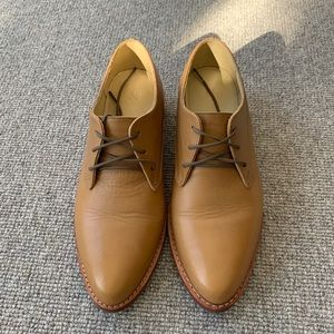 Nisolo James Oxford in Almond. Size 6.